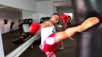 """Cine l-a lasat KO pe Di Caprio din K-1 inaintea galei de la Baku, unde se va lupta si """"Hiena"""" Corbeanu din Romania"""