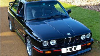Fun fact - O vezi in fiecare zi, dar te-ai intrebat vreodata ce reprezinta? Ce inseamna de fapt emblema BMW