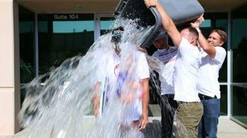 Ice Bucket Challenge a ajuns si in fotbalul romanesc! Gigi Becali, Meme si Gabi Tamas au luat parte la provocarea momentului :)