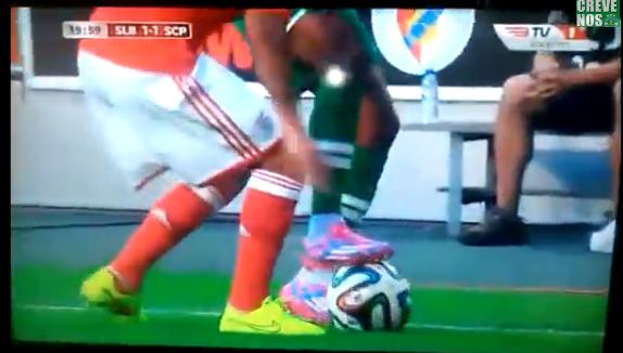 A luat foc DERBY-ul Portugaliei la faza asta! Nani si-a umilit un adversar de la Benfica cu un dribling GENIAL - VIDEO