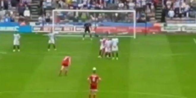 FA-BU-LOS! De la Roberto Carlos nu s-a mai vazut asa ceva! Mingea a prins un efect uluitor si s-a dus direct la vinclu VIDEO
