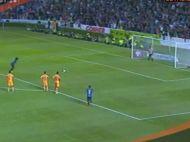 CE PENALty! Ronaldinho a socat pe toata lumea la meciul de debut! Ce s-a intamplat cand se pregatea sa inscrie primul gol VIDEO