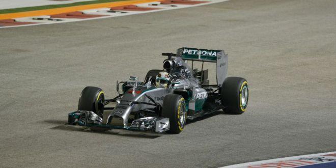 Hamilton castiga Marele Premiu din Singapore si devine noul lider din clasamentul mondial F1