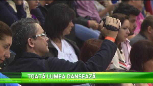 Super imagini de la mondialul de dans organizat la Brasov. Cum au venit aceste perechi imbracate. VIDEO