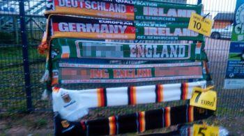 E incredibil asa ceva! Ce scria pe fularul de 7 euro vandut la meciul Germaniei cu Irlanda. FOTO