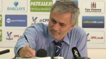 FOTO FABULOS! Intrebarea la care Mourinho a avut o reactie geniala. Ce i-a scris unui jurnalist englez pe caiet in conferinta