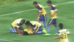 Tragedie de nedescris in timpul unui meci: un jucator a murit dupa ce si-a rupt gatul in timp ce isi sarbatorea golul: VIDEO