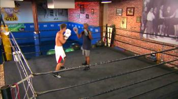 A fost vai de capul lui Bieber :) Americanii au pus in ring prima lupta intre Mayweather si Bieber. VIDEO