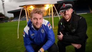 Fantastic! Cum si-a salvat o echipa din Anglia gazonul folosind aparatura traficantilor de droguri