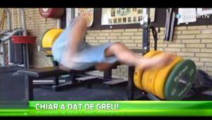 """Expresia """"pumnii mei minte nu are"""" este valabila si pentru halterofili! Ce a patit cand a vrut sa ridice 200kg! VIDEO"""