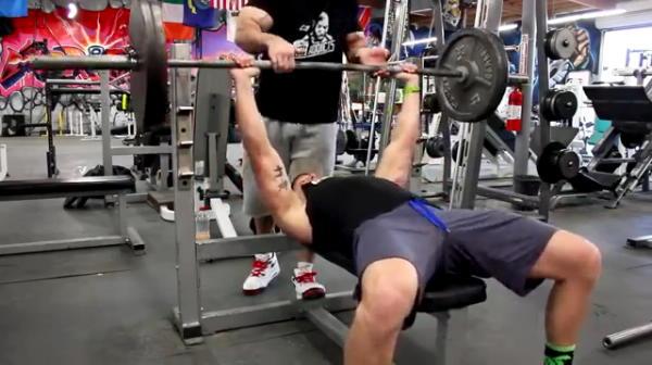 FABULOS! Cum arata omul care a facut 400 de impingeri la piept cu 100 de kilograme! SUPER VIDEO