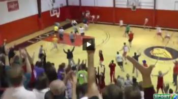N-a jucat niciodata baschet, dar a castigat 10.000 $ in 10 secunde! 4 aruncari perfecte, spectatorii au innebunit de bucurie VIDEO