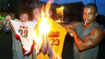 Miracolul unui nou inceput! Povestea revenirii lui LeBron James si cum au inviat peste noapte tricourile arse de mii de suporteri!