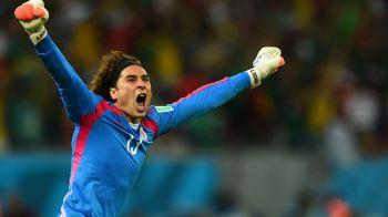 """Il mai stii pe Ochoa, portarul SpiderMan de la Mondial? Mexicanul a fost curtat de echipe mari, dar acum """"sterge"""" banca"""