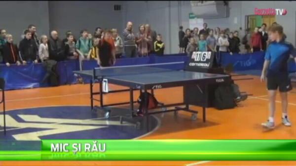 Un pusti din Rusia n-a suportat infrangerea la un meci de ping-pong si s-a razbunat pe arbitru! Copilul a fost insa fair-play cu castigatorul si i-a intins mana! VIDEO