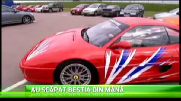 O blonda celebra in Anglia a vrut sa piloteze un Ferrari si a facut accident, dupa doar 20 de metri! VIDEO
