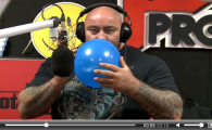 Imagini senzationale cu GIGANTUL Sandu Lungu! Vezi cum vorbeste dupa ce a tras HELIU din balon! Are o voce DEMENTIALA :)) VIDEO