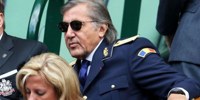 Un nou scandal de imagine in cadrul Armatei! Iordanescu si Nastase, acuzati ca sunt generali de carton:  Fac de ras uniforma!