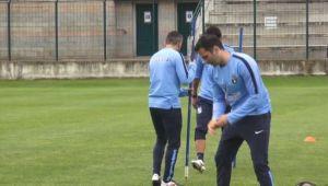 Distractie pentru stelisti la antrenamente! Mai stii cum joaca fotbal Galca si Dica? :) VIDEO