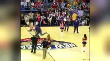 Scene incredibile la un meci din NBA. Cum a fost facuta KO o majoreta cu mingea de baschet
