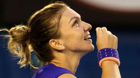 Moment EMOTIONANT pentru Simona Halep! Gestul facut dupa victoria cu Wickmayer i-a adus aplauze din partea tuturor! FOTO