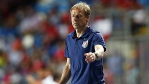 Reactia FABULOASA a lui Klinsmann pe banca! A reusit un 'calcai' cu care a lovit doua mingi! In acelasi timp! VIDEO