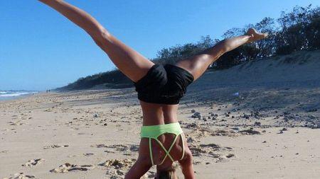 Cui nu-i place yoga, sa stea sa se uite :) Blonda de la drept vedeta pe Instagram: 120 de mii de fani si o afacere de milioane!