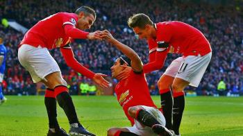 Gestul incredibil al unui suporter pentru echipa lui! Ce e in stare sa faca pentru un bilet la meciul cu Man United