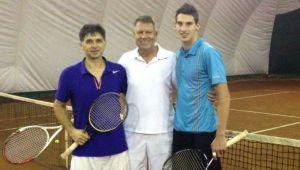 """Un apropiat al lui Iohannis dezvăluie: """"Joacă tenis de trei ori pe săptămână!"""""""