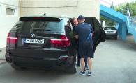 Imaginea zilei la Pandurii! Ce a scos acest fotbalist de pe bancheta din spate a unei masini de lux. VIDEO