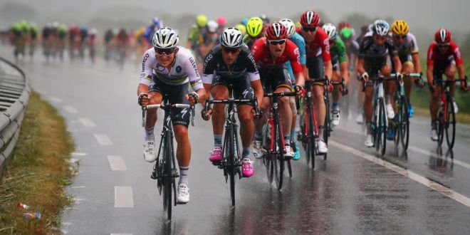 Inceput NEBUN in Le Tour | Doi dintre favoriti au pierdut timp important inca din etapa a doua, Greipel s-a impus la sprint in fata lui Sagan! Cancellara e in galben