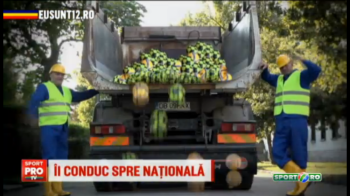 Surpriza uriasa pentru fanii nationalei! Balint si Stelea s-au deghizat in muncitori si au impartit mingi cu CAMIONUL! VIDEO