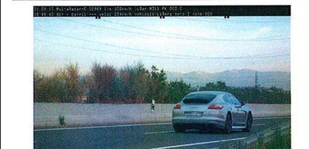 Politia a oprit un Porsche Panamera care mergea cu 234 km/h! Surpriza maxima cand au vazut cine e la volan