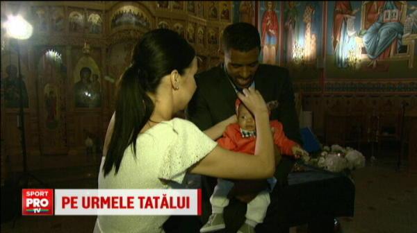 """Poate n-o sa-i placa niciun sport si o sa vrea sa fie cantaret, sa castige Vocea Romaniei!"" Imagini cu copilul si logodnica lui Benny Adegbuyi"