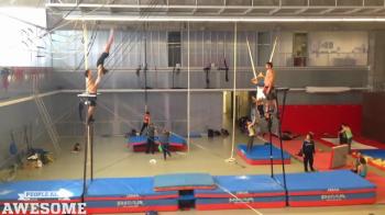 Antrenament extraterestru intr-o sala de gimnastica! E fabulos ce au reusit sa faca acesti gimnasti