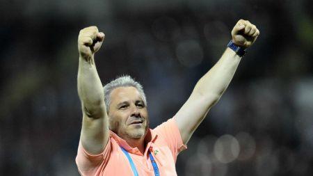 Plec daca vreun jucator de la Astra ajunge la Steaua . Sumudica nici nu vrea sa auda de vreo oferta pentru Alibec sau De Amorim in iarna