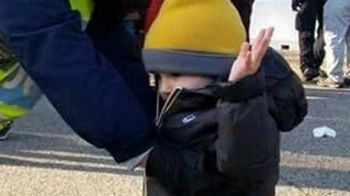 Imaginea zilei in Italia: un copil de 4 ani, perchezitionat cu mainile sus la intrarea pe Stadio Olimpico! Gazzetta dello Sport: