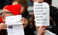 """Au dat de munti de bani, au uitat de suporteri! Moment unic pe Anfield: fanii au protestat dupa ce clubul a anuntat noile preturi la bilete: """"Lacomi nemernici, ne-a ajuns!"""""""