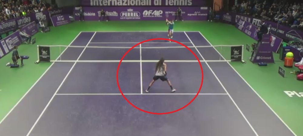 Asta e LOVITURA ANULUI in tenis! Vezi cum a reusit sa reia acest jucator! Sala a izbucnit in urale - VIDEO