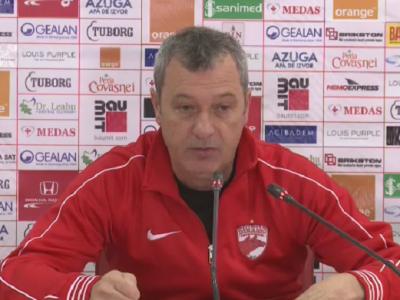 """Cele 6 cuvinte pe care Rednic le-a scris dinamovistilor pe tabla inainte de derby-ul cu Steaua: """"Pe noi nu ne intereseaza egalul"""""""