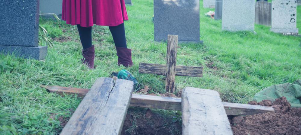 A fost anuntat ca sotia a murit, a primit sicriul si a inmormantat-o. Socul trait de barbat 2 ani mai tarziu, cand a deschis TV-ul