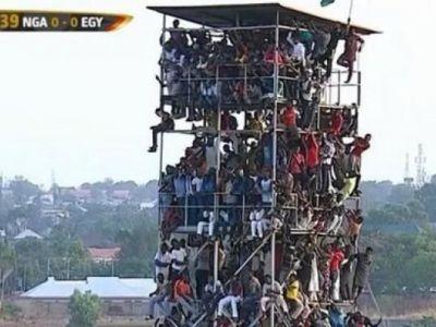 Si avizul de securitate? :)) Imagini absolut incredibile in Africa, la meciul Nigeria - Egipt: 40.000 oameni s-au inghesuit pe un stadion de 20-25.000 locuri