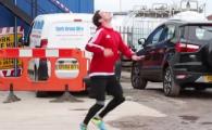 A batut recordul lui Messi! Un freestyler magician a reusit reusit sa opreasca o minge aruncata de la inaltimea unui bloc de 10 etaje! VIDEO