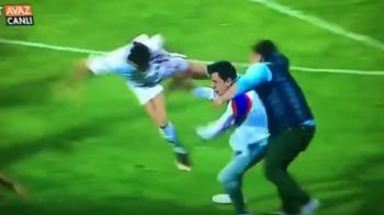 Scene SOCANTE sub ochii lui Alexe! Un fan intrat in teren sa loveasca arbitrul a primit o lovitura de LK de la un jucator