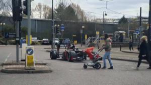 Experiment senzational in Anglia. Ce au facut cu aceasta masina de Formula 1 in trafic