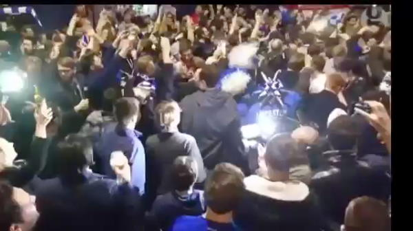 """""""Vardy is having a party!"""" Mii de oameni pe strazile din Leicester! Fanii s-au dus acasa la jucatori! VIDEO"""