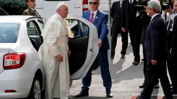 POZA ZILEI: Papa Francisc a mers intr-un LOGAN alb la ultima vizita oficiala!