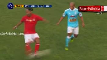 NO-LOOK PASS genial! Ronaldinho a facut din nou spectacol intr-un meci demonstrativ din Peru. VIDEO
