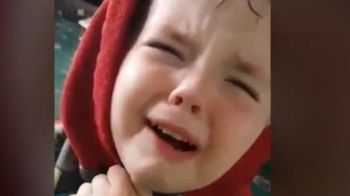 VIDEO SFASIETOR :) Cum a inceput sa planga acest copil britanic cand a realizat ca incepe finala Euro 2016 si Tara Galilor nu joaca