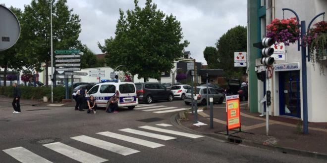 Barbati inarmati au luat ostatici in Franta. Se intampla acum